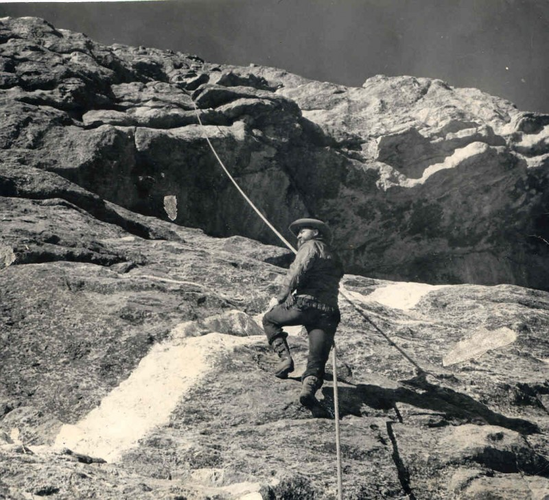 Korczak on the mountain with rope